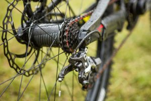 How to choose electric mountain bike accessories