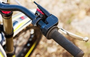 Related to bicycle brakes (Part 2: Use brakes safely)